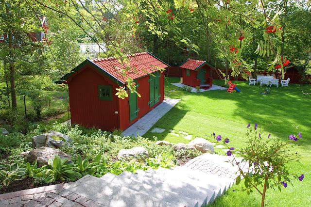 trädgårdsdesign inspiration granittrappa smågatsten friggebod