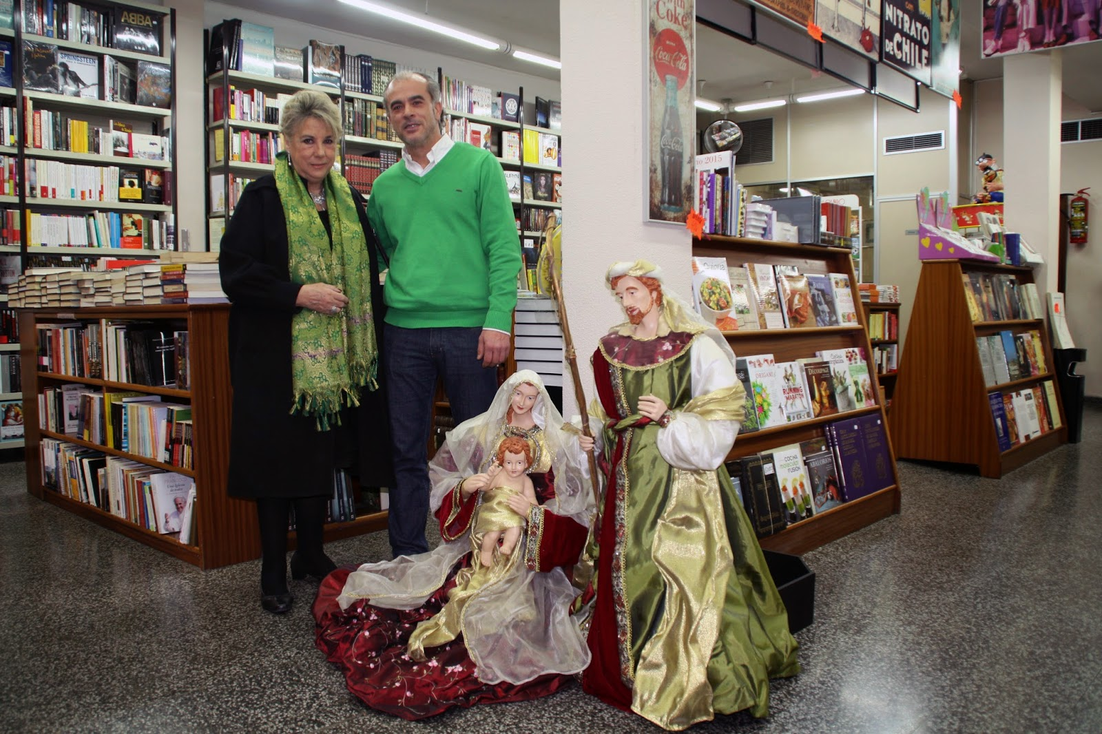 Begoña Larrainzar con el propietario de Librería Méndez