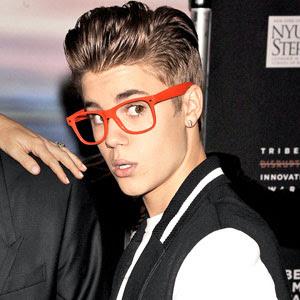 http://3.bp.blogspot.com/-al5crEAp2oU/T5ujhd32nnI/AAAAAAAAE_I/GK_nn9mRF9M/s400/Justin+Bieber-Believe+Album+Cover+Check+It+Out!.jpg