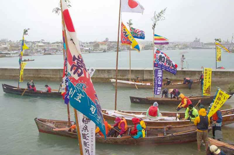 sailing sabani boats prepare for return to starting point of parade