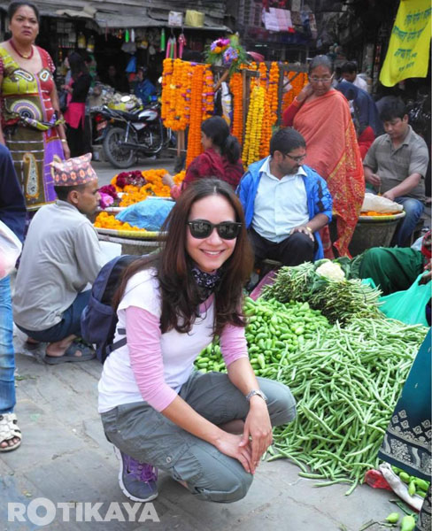 Gambar: Maya Karin Di Kathmandu, Nepal