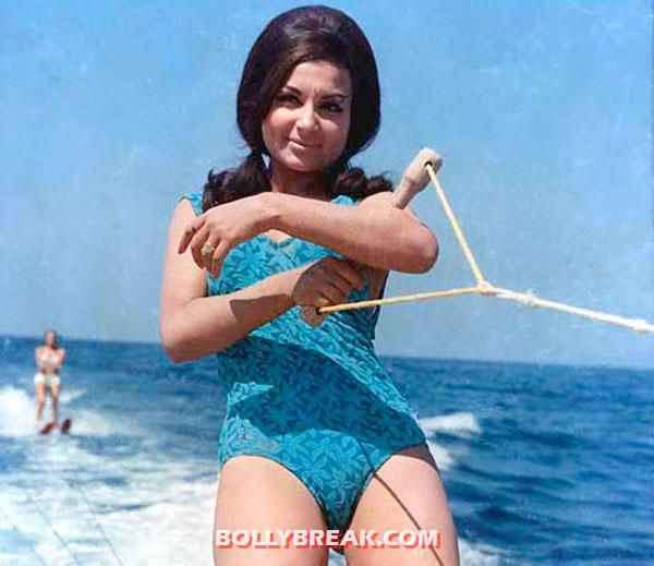 Sharmila tagore in bikini - (12) - Famous Bollywood Actresses in Bikini