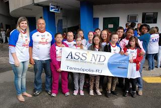 Primeira-dama Alessandra Rosa com atletas da Associação Síndrome de Down