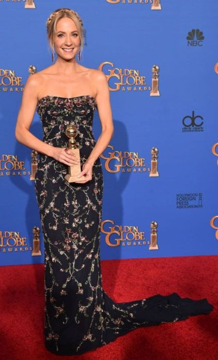 Joanne Froggatt in a floral Marchesa dresa at the Golden Globes 2015