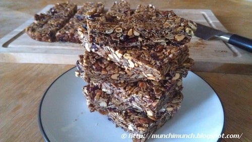Homemade Granola Bars via http://munchimunch.blogspot.com/