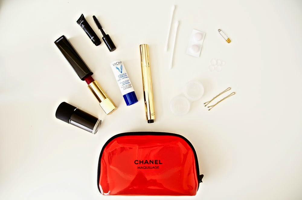 fancy, manners, blog, fashion, blogger, fashionblog, dutch, nederlands, nederlandse, advies, advice, beauty, emergency kit, touche eclat, ysl, yves saint laurent, chanel, vichy, efficiency, busy girl, busy girl guide, guide, looking great, all day long, what's in my bag, essentials, bag, beauty case