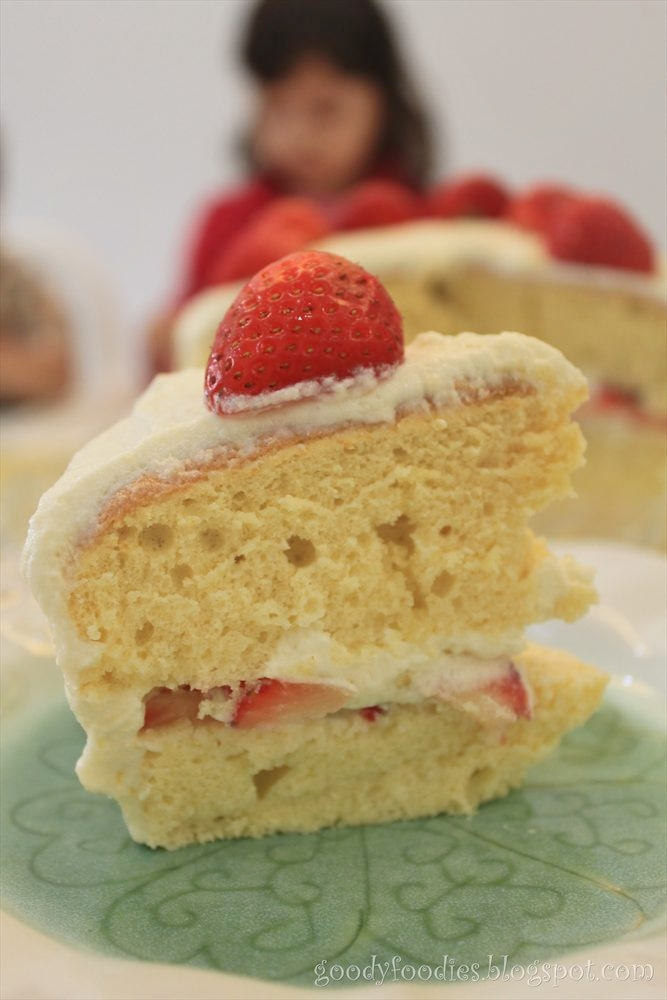 GoodyFoodies: Recipe: Japanese Strawberry Shortcake