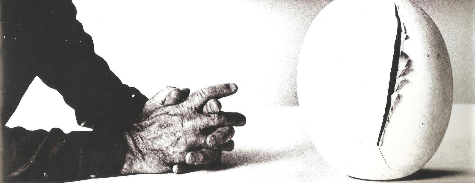 Le mani di Lucio Fontana