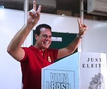 Deputado Henrique  Oliveira comemora