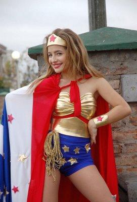 Gran Fiesta Halloween - Corazón de Bruja [Con invitación] Antonella+mujer+maravilla3
