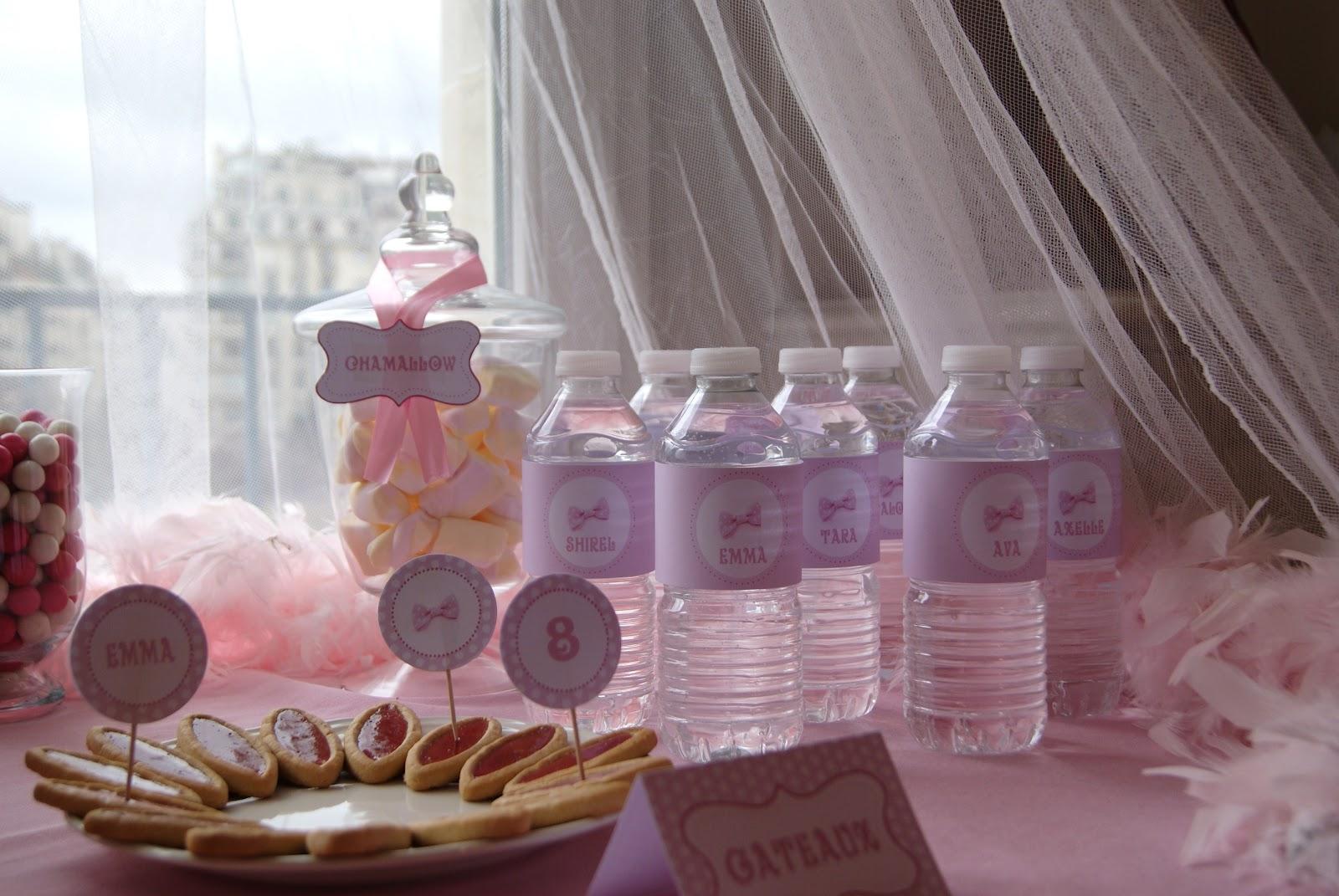 bouteille d'eau avec étiquettes imprimées