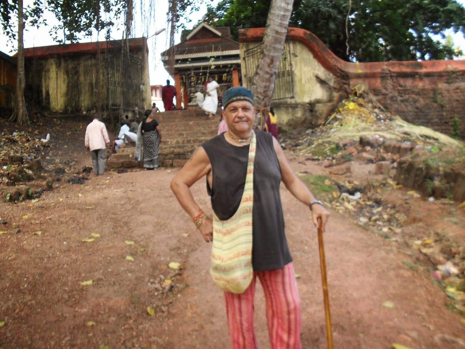 """Yadu Gopala Das en Varkala-Templo Vaishnava"""