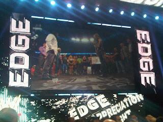 WWE تكرم المصارع الأسطوري إيدج في سماك داون...شاهد الصور  897