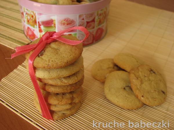 Kruche ciasteczka z michałkami i czekoladą mleczną