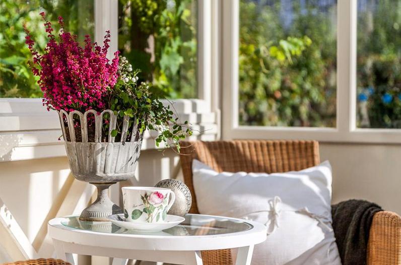 Un porche acristalado para disfrutar del buen tiempo - Decorar pared porche ...