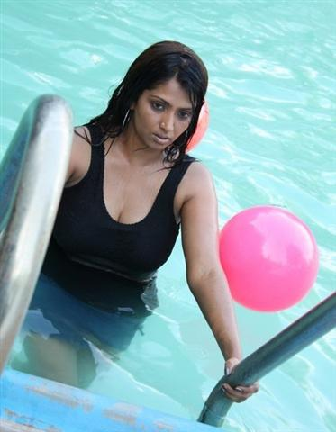 Bhuvaneswari wet stills