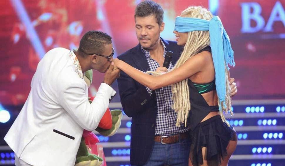 Peluche sorprendió a Vicky Xipolitakis en el Bailando