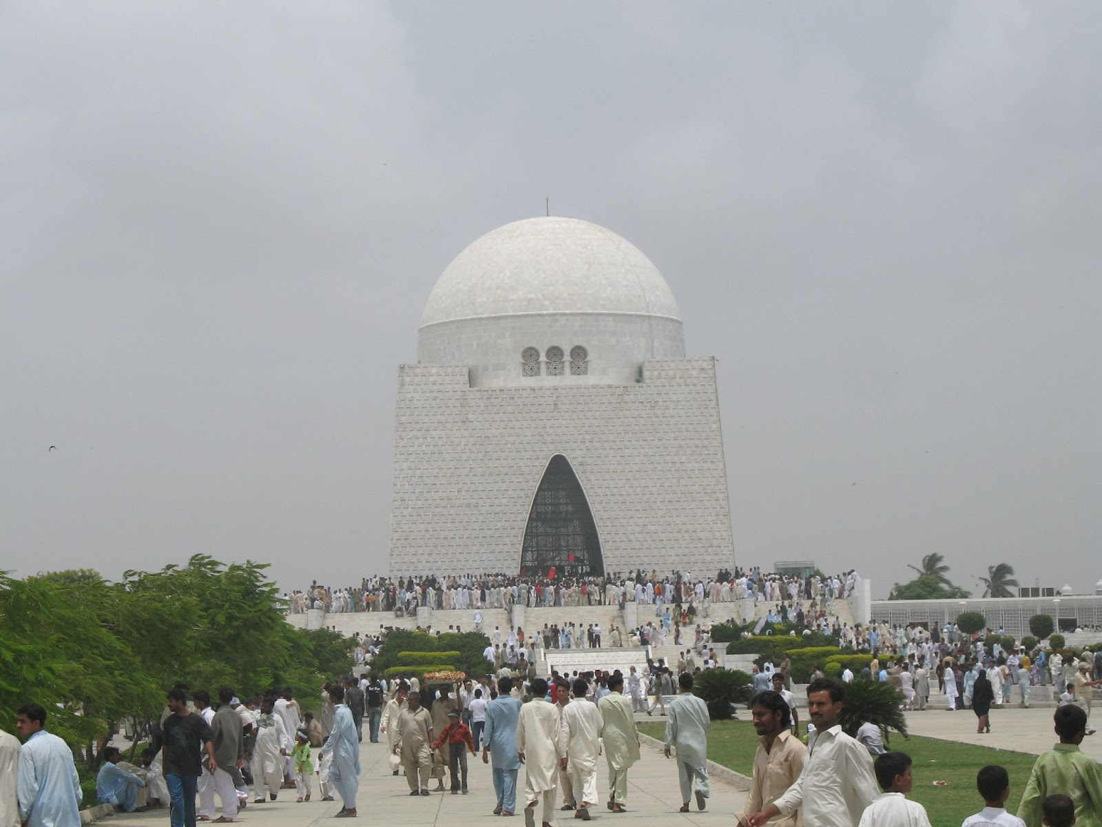 essay on mazar-e-quaid The historical places in pakistan dominate the entire arena because of its rich history and one of the oldest civilizations  mazar-e-quaid clifton beach, karachi.