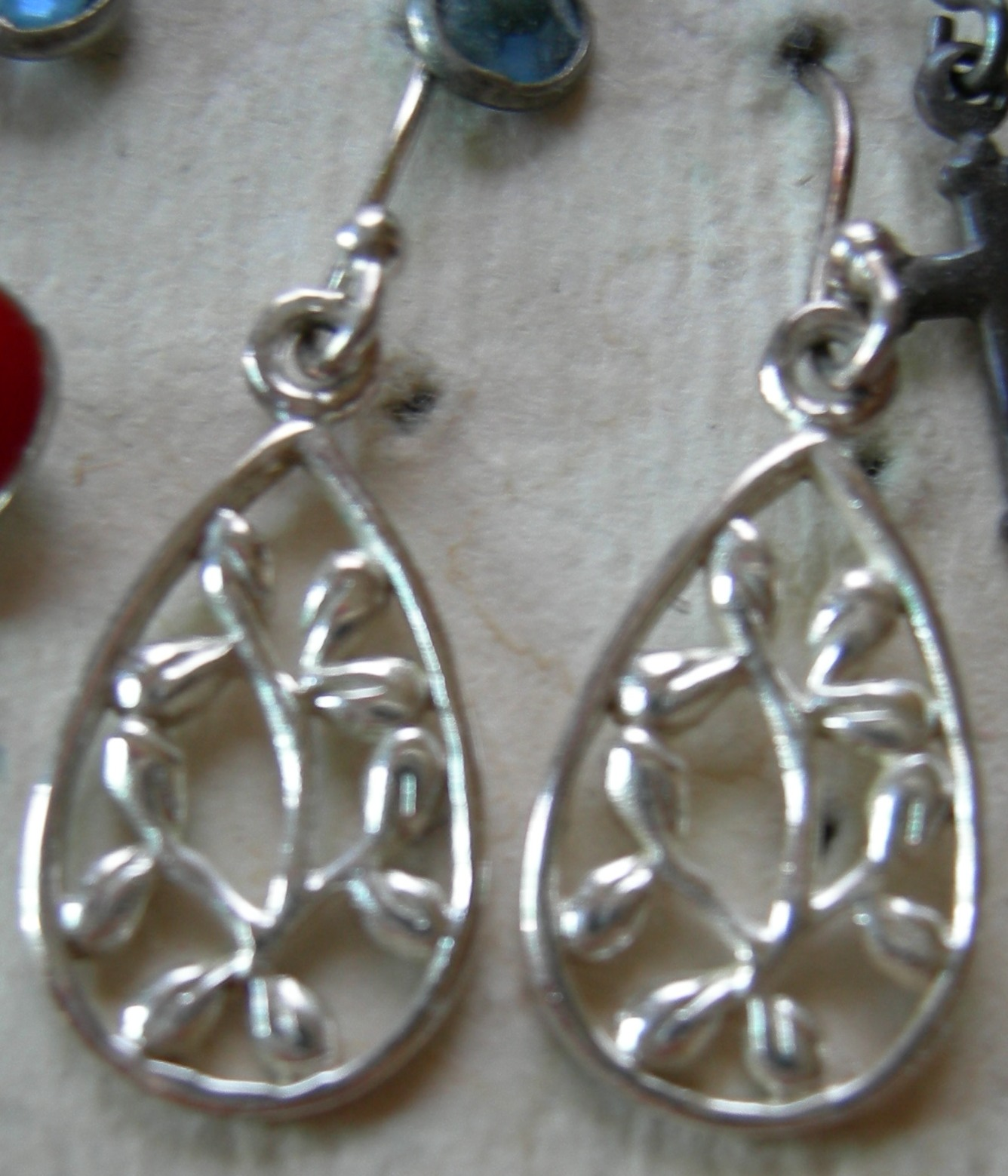Loving and serving cleaning jewelry with baking soda for Baking soda silver polish jewelry