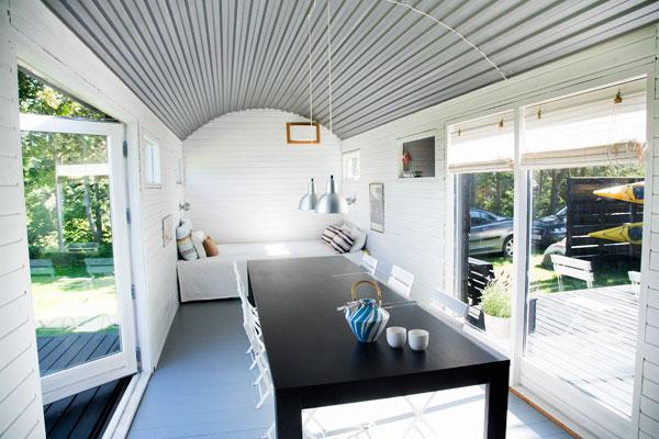 deux wagons comme maison d 39 t regards et maisons. Black Bedroom Furniture Sets. Home Design Ideas