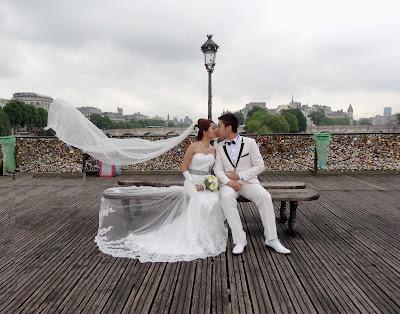 Sur le pont des arts - Cadenas amoureux pont paris ...