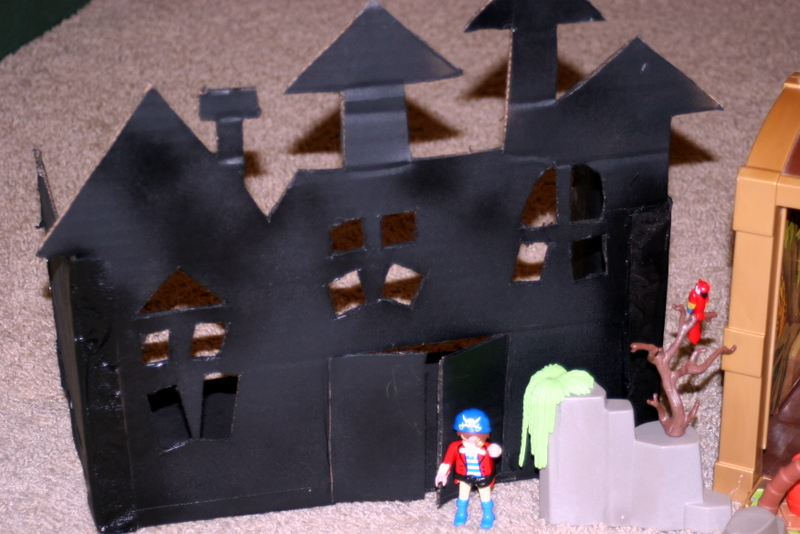 how to make a haunted house with cardboard