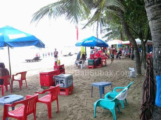 Street vendors in Kuta Beach