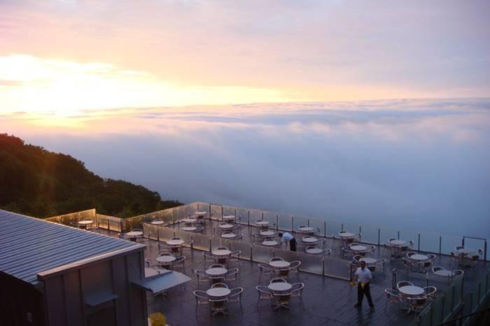 http://3.bp.blogspot.com/-apmndY_WaXQ/UaSfThlmYoI/AAAAAAABJZs/LoGtcR50lOA/s1600/Terrace-Unkai-Cloud-Resort-002.jpg