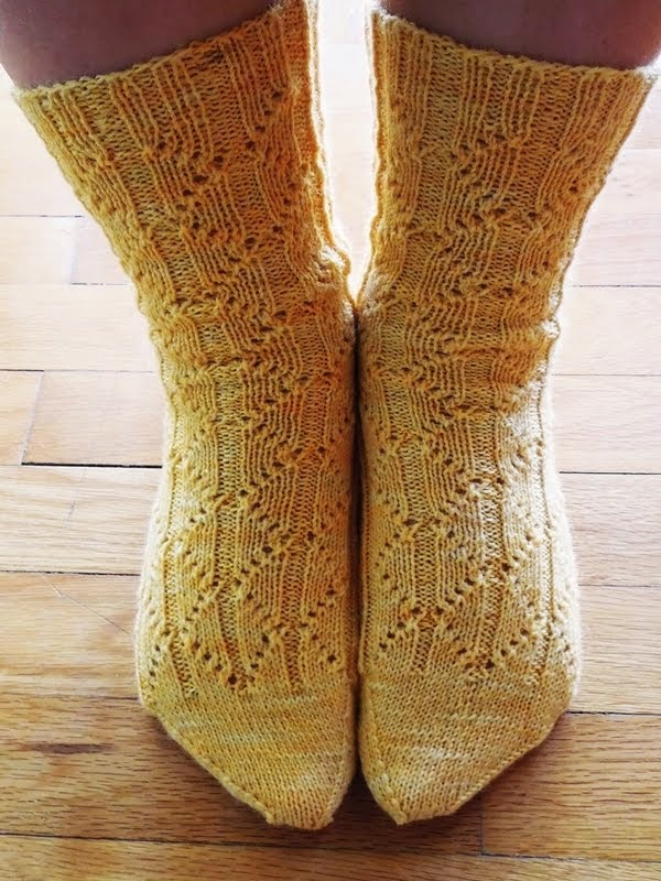Romvos lace socks - Buy from Ravelry  //  Καλτσες με δαντελα - αγορα μεσω Ravelry