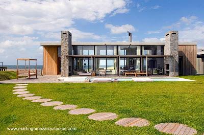 Residencia contemporánea frente a la playa en Uruguay
