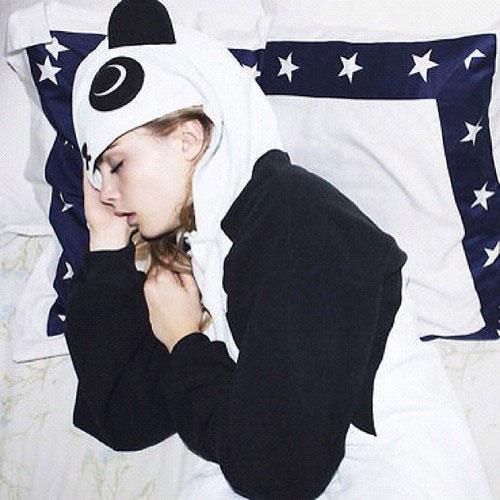 http://3.bp.blogspot.com/-aq74IGCwvSU/UaxwvQyCGvI/AAAAAAAAB7o/-3UtUl1j4Fo/s1600/Cara-Delevingne-Panda.jpg