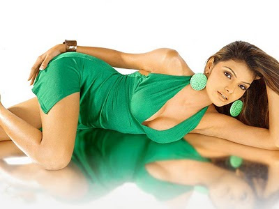 Tamil-Mona Chopra-Hot-Actress