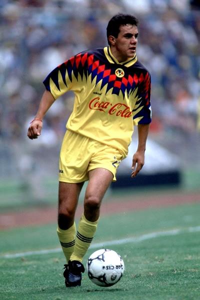 El futbolista mexicano Cuauhtémoc Blanco en su primera temporada con el Club América de México en el torneo mexicano | Ximinia