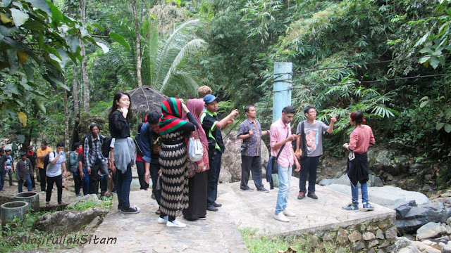 Trekking menuju curug Siklothok