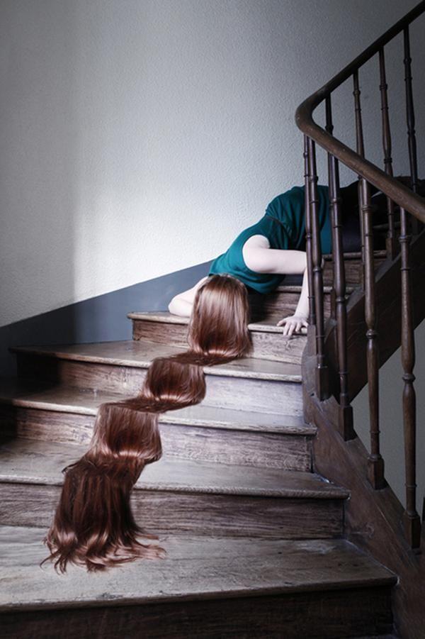 Cabello mujer en escalera