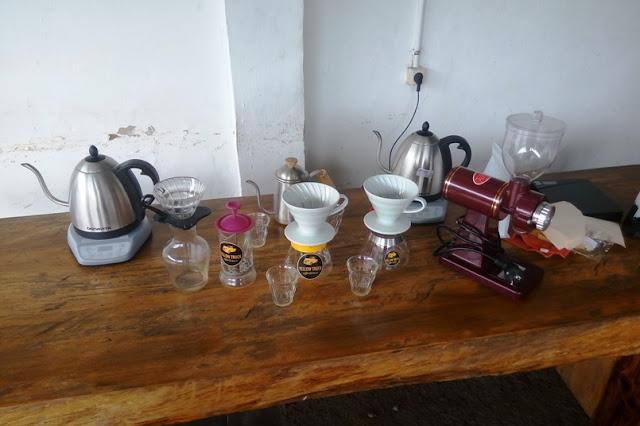 Berbagai Peralatan Manual Breweing di Yellow Truck Coffee