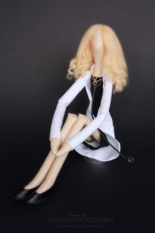 Портретная кукла врач