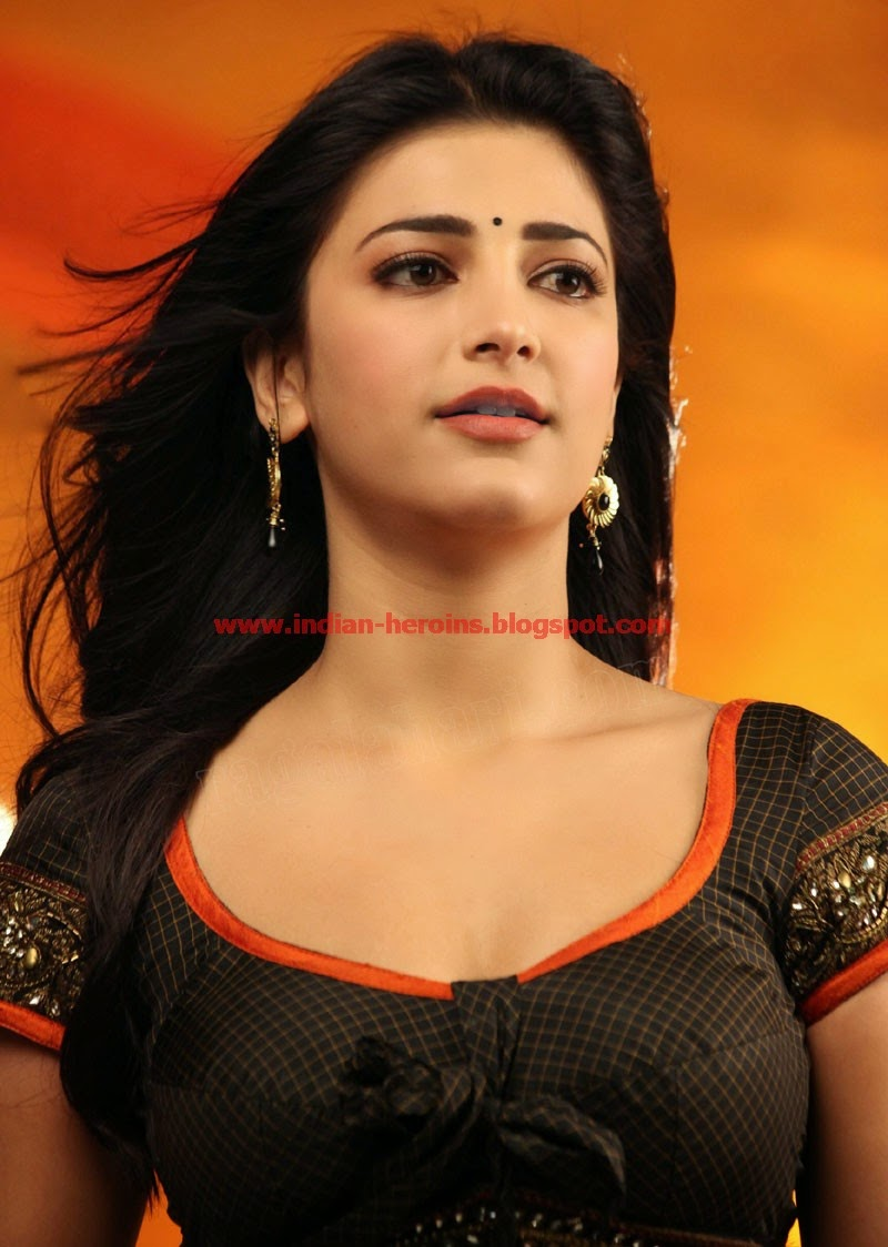 shruti haasan hot cleavage photos from telugu movie yevadu 04 adanih