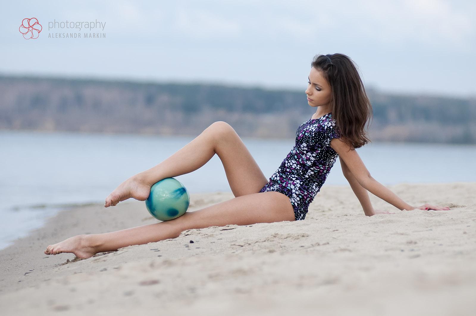 Фото девочек гимнасток на пляже 23 фотография