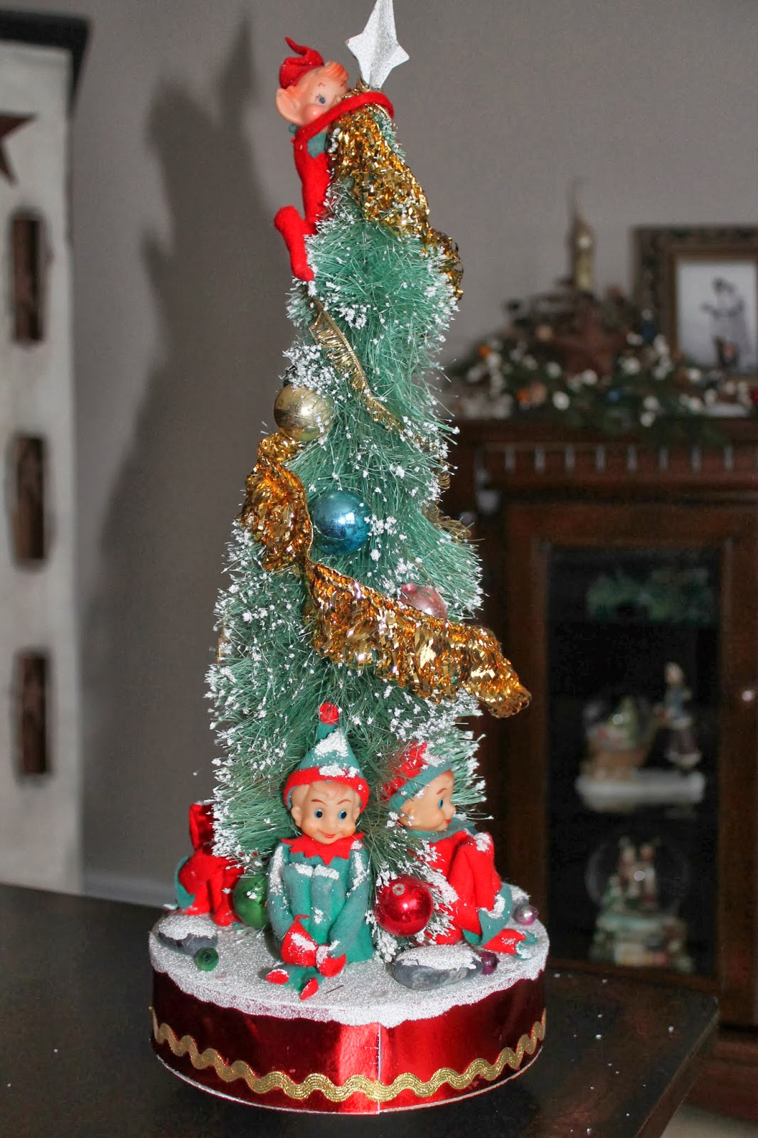 A Little Bit of Everything: This is Really Christmas Kitsch!