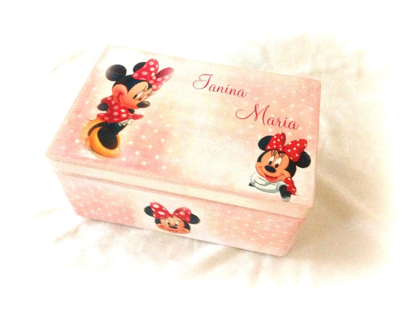 http://le-cose-animate.blogspot.ro/2014/10/the-minnie-box-cutie-personalizata.html