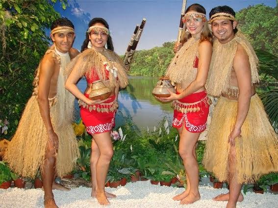 como las plumas de algunas aves que habitan en la selva de perú