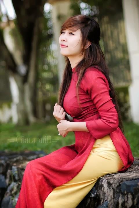 Nu Phạm thắm duyên áo dài