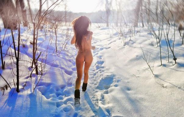 фото голые девки бегают