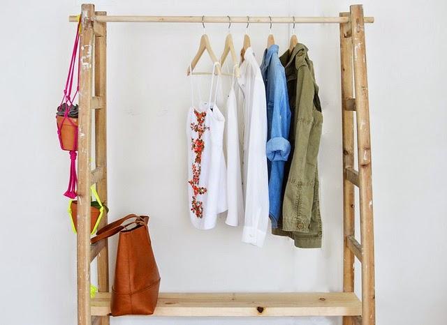 Sacaria santo andr um guarda roupa feito com escadas - Apliques de pared rusticos ...