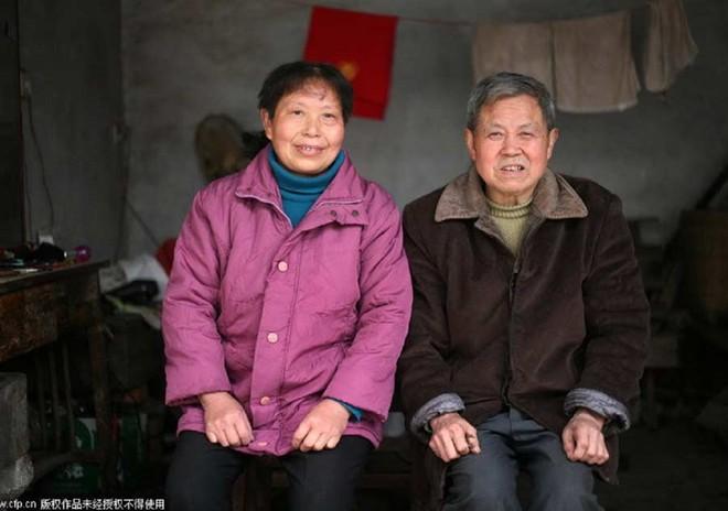 Nghề cắt tóc bằng kẹp sắt nóng ở Trung Quốc 6