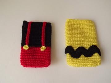 funda móvil crochet Charlie Brown y Mickey