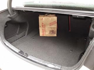 Tips Membersihkan Bagasi Mobil Sedan