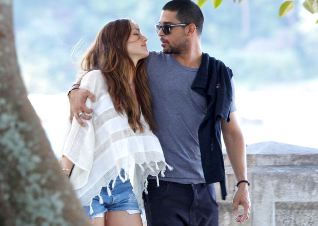 Super Hollywood Wilmer Valderrama With His New Girlfriend