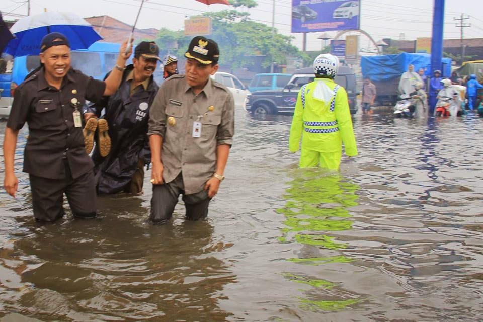 Bupati Kudus Musthofa Wardhoyo Memantau Kondisi Banjir